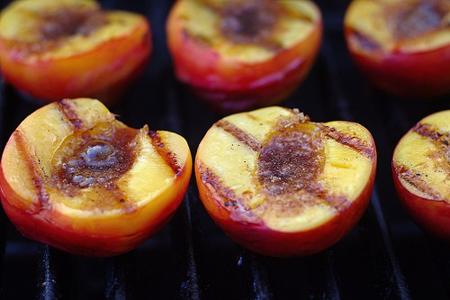Guide to Grilling Peaches